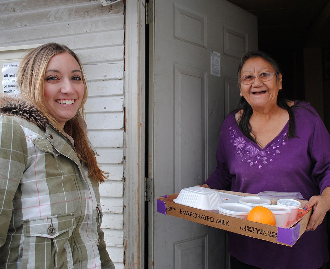 1280px-Meals_on_Wheels_delivery